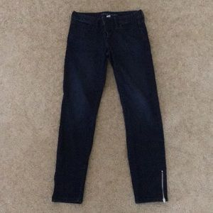 Skinny jeans with side zipper detail!